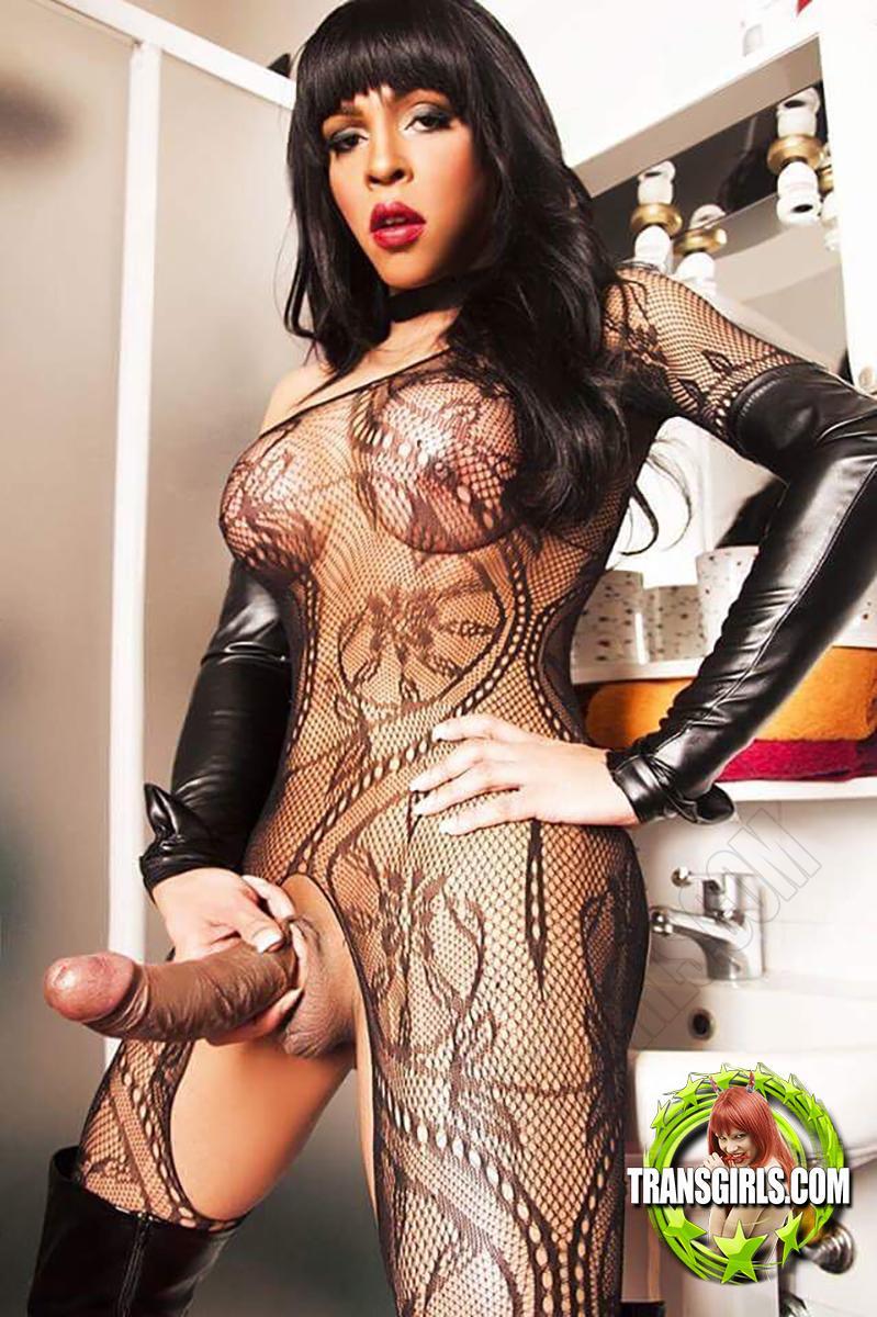 Foto Nr. 2151 von Shemale Trans British Nicole XXL