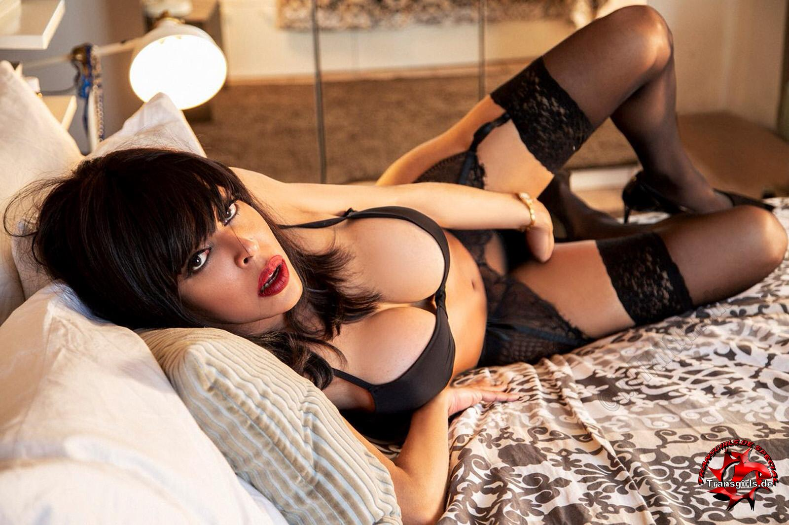 Foto Nr. 106260 von Shemale Trans British Nicole XXL