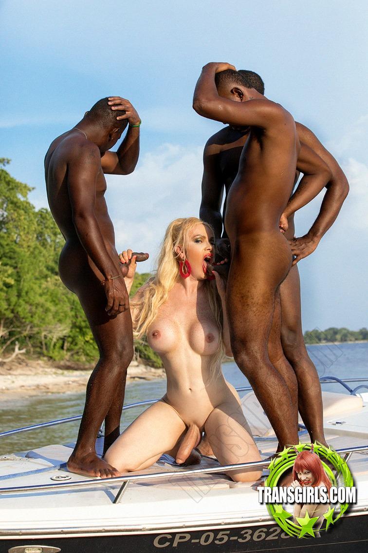 Foto Nr. 4021 von Shemale Trans Diosa Blonde