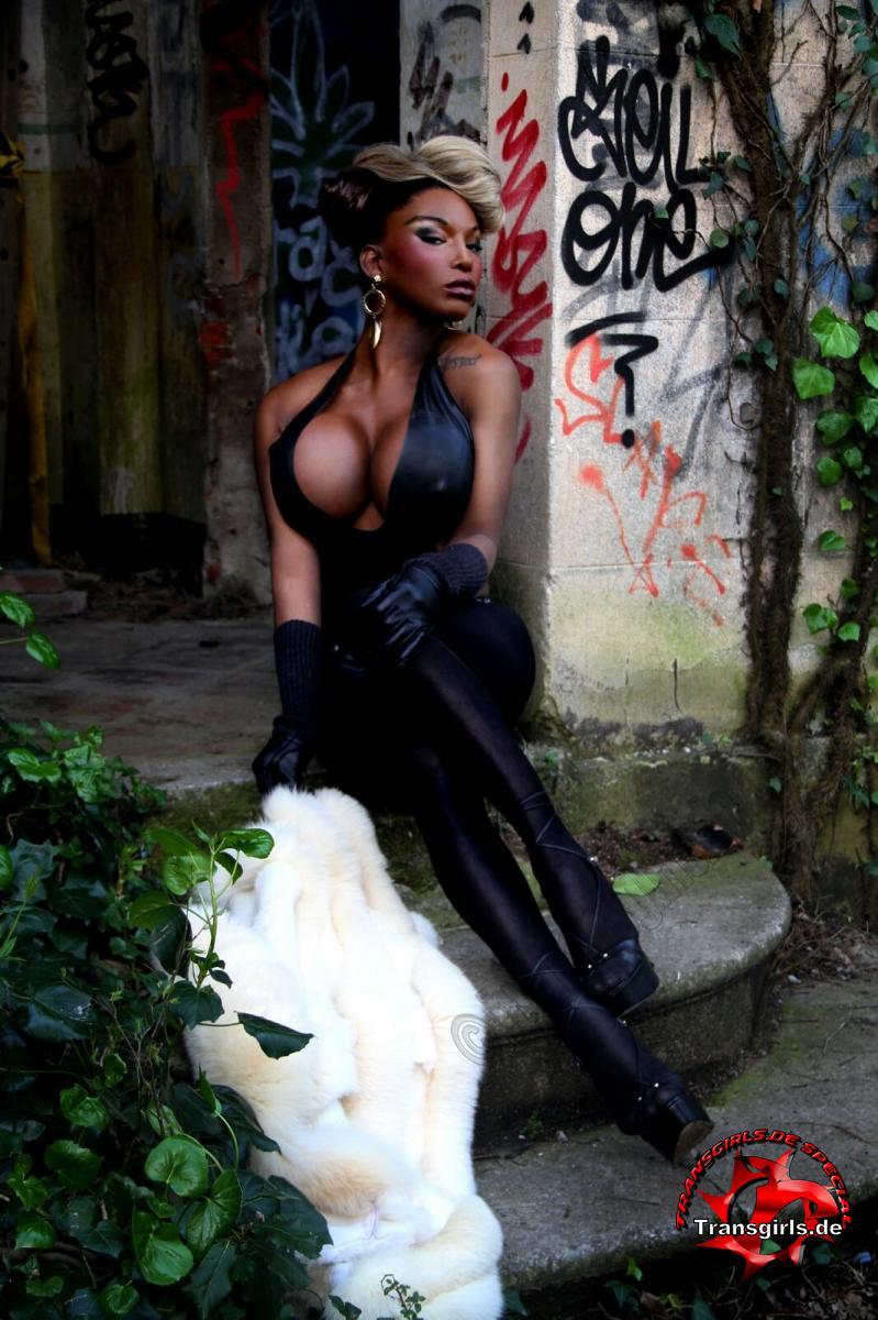 Hammer ts naomi black Naomi Black