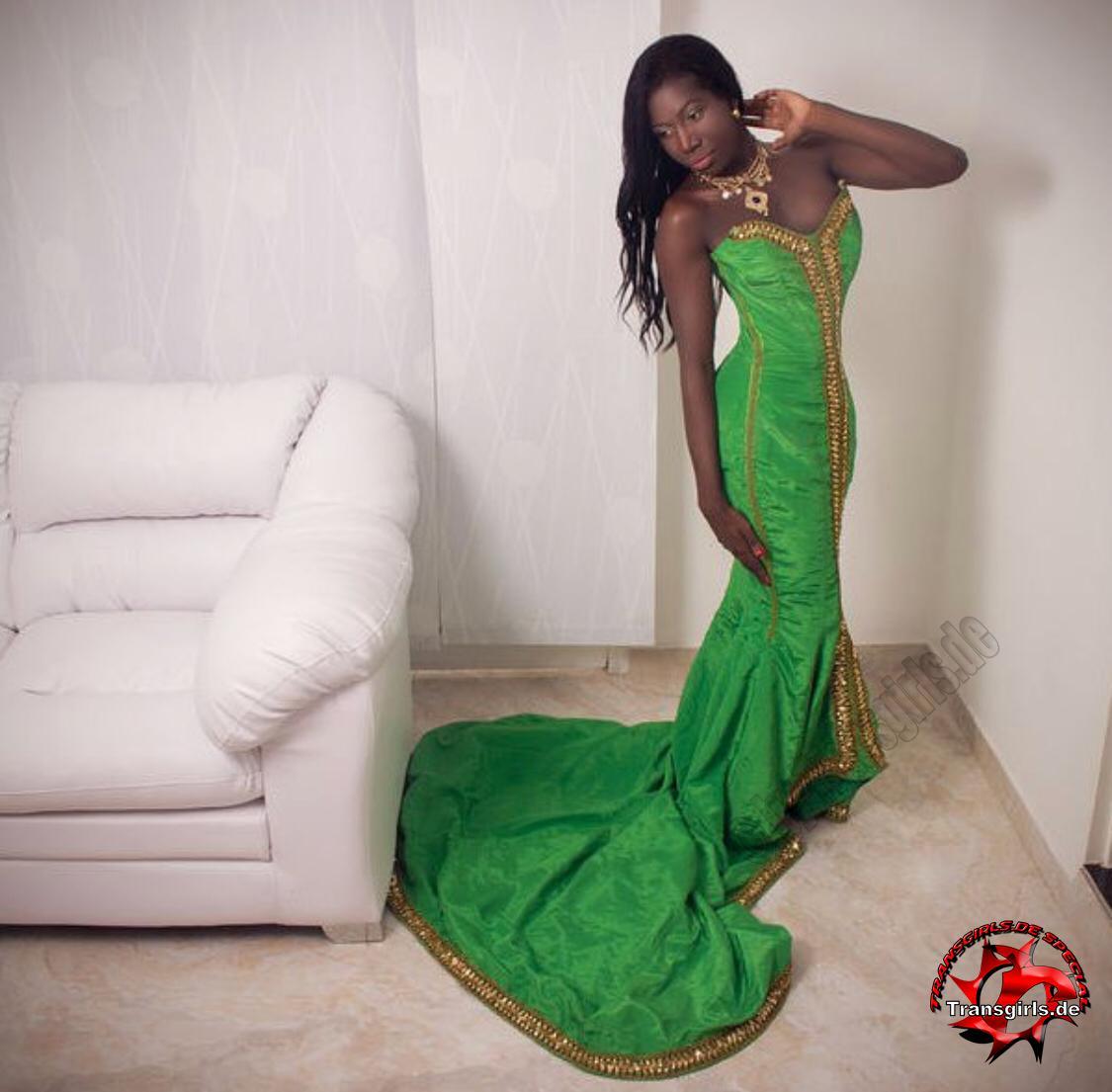 Foto Nr. 112182 von Shemale Trans Luana Black XXL