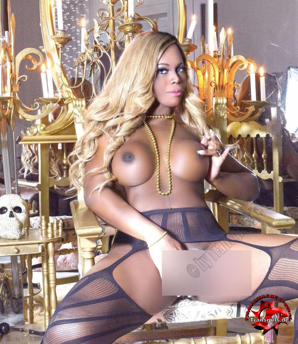 Foto Nr. 116322 von Shemale Trans Nicole Müller XXL Big Black